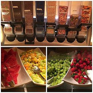 チョコのお菓子選び放題!フルーツもあります!