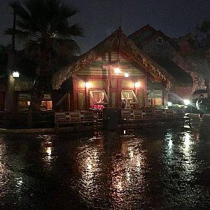雨のため外では食べられないのでバルボッサ・バウンティで食べるように勧められました。