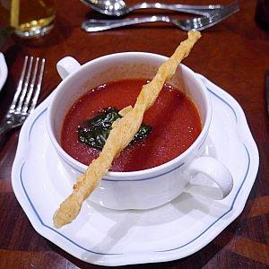 前菜②ガスパチョ  私は食べなかったのですが、同行者がおいしいと一気飲みしてたので、美味しいのだと思います!!
