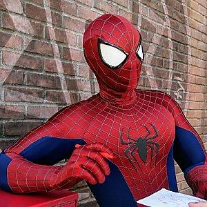ハリウッドランドの裏手には、スパイダーマン。息子が「僕も高校生だよ」と言うと、「そう!一緒じゃん!」って感じで色々おしゃべりしてました。 翌日はキャプテンアメリカのグリでした。