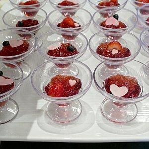 ラズベリーとローズのゼリー ここにはハートの装飾が💓 このゼリーシリーズ 毎回食べる度に「美容に良さそう!」と勝手に思ってます。笑