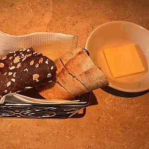 食事に付いてくるパンです。 美味しいです❤️ お代わりしてしまいました❤️