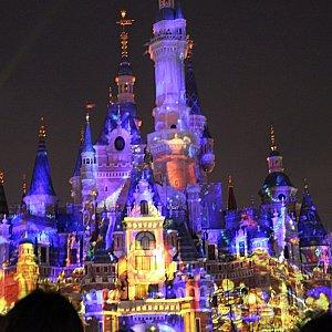 終わった後もお城に映像が投影されています♪