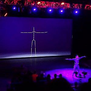 次に、モーションキャプチャーの実演。ステージ上のアクターの動きに合わせてスクリーンの3Dモデルが動く様子が楽しめます。