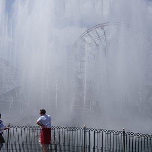 フィナーレは大量の水しぶきが発生!