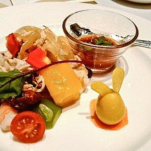 豚肉とフルーツのサラダ ミントソース