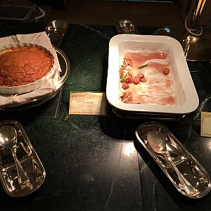 シュリンプスフレと帆立貝のロースト レッドバターソース