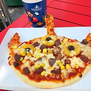 ピザは見た目は可愛いですが、焼き加減によって当たり外れが^^; この時は、ちょっと生焼けっぽかったです