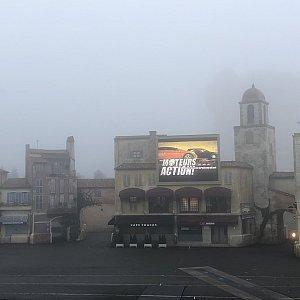 この日は霧が濃かったのですが、それでもショーを行ってました!