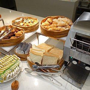パン。トースターもあります。