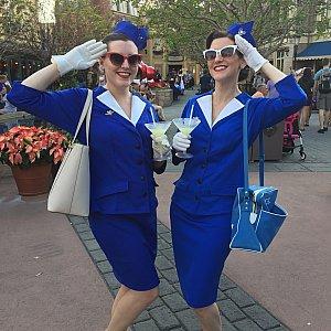 今回のDapper Dayでの1番のヒットはこの方達ではないかとおもいます。1920年から50年に存在したPan Am 航空のフライトアテンダントさん風ですね。めっちゃ素敵でした。バッグも帽子のピンバッチも注目です。