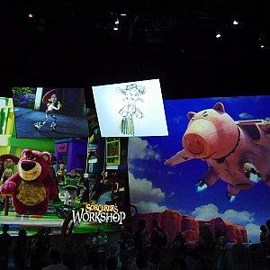 ディズニーアニメーションの中の様子です!360度スクリーンになっており、いろんな物語の歌と映像が順番に流れ、本当に素晴らしい空間でした!これはトイストーリー!