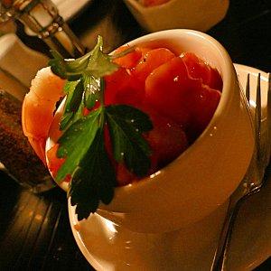 海老好きは絶対頼むべし!シュリンプボイルカクテルは海老と野菜がゴロゴロはいった美味しい前菜です!