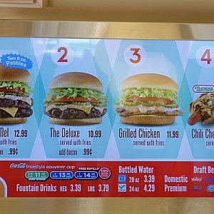 こちらもハンバーガーが中心のメニューでした。
