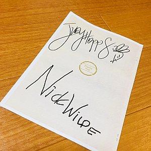 こちらがしおりの裏表紙に書いてもらった二人のサイン♪