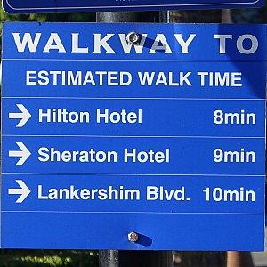 このバス停からの徒歩時間も表記されています。