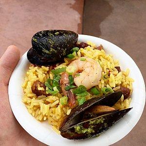 Traditional Spanish Paella。シーフードパエリアはムール貝や海老が乗っています。これかなりイケました。星⭐︎⭐️⭐️⭐️⭐︎。