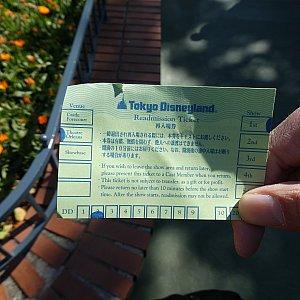 入場後、出かけたい場合はキャストさんからこのような紙を渡されますので戻ってくる際に返します。