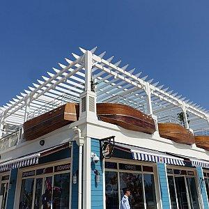 店舗がある2階部分にはボートが埋め込まれてます!さすが、ボートハウス!
