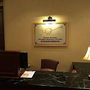室内に入るとサービスカウンターがあります。ここにキャストさんがいます。
