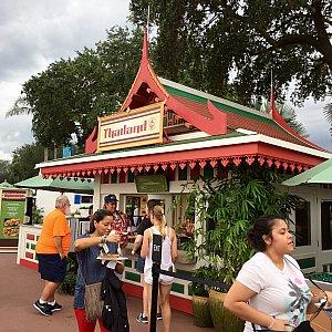 タイのブースは新しく出店。メキシコ館とボート乗り場の近くです。