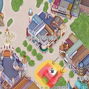 赤色の部分が舞台で黄色いラインが観覧ポイントです。キャラクターは黒色矢印から登場します。