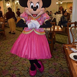 ピンクコスチュームが可愛すぎるミニーちゃん❤️旧正月ポーズ❤️