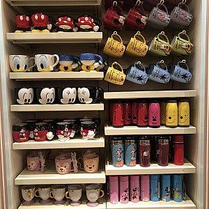パーク内『Sweethearts Confectionery』 左上から 足付きマグ 各85元 顔マグ 各85元 卵型のミキミニマグ 各85元
