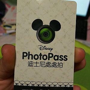 フォトパスカード 写真のものはレストラン専用カードです。パークは白色です。