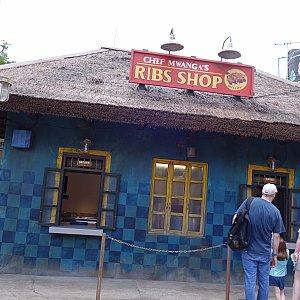 迫力満点なお肉は「CHEF MWANGA'S RIBS SHOP」で購入できます。
