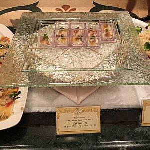 豚と菜の花のサラダ?、豆腐のサラダオレンジマーマレードソース、海老とセロリのサラダ海老味噌ソース