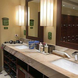 洗面所にはハンドソープやボディクリームも。