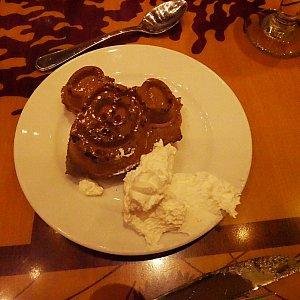 デザートのミッキーワッフル