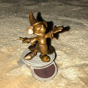 ミッキーの像。