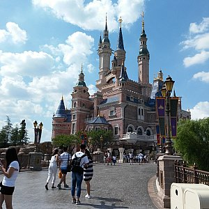 誰もが憧れるお城がここまで近くに・・・。