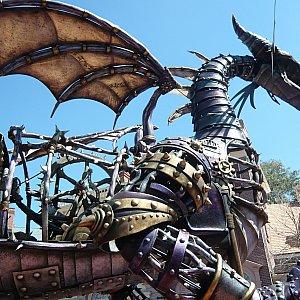 フェスティバル・オブ・ファンタジー・パレードのドラゴン