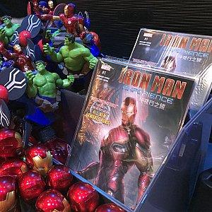 香港パーク限定のアメコミも売ってました。I.D.のシールを全部集めると割引してもらえるようです。