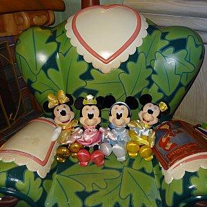 TDLの椅子。柄が少し違う?!笑