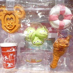 こちらが品切れ続出だったおままごとセット! 実際に食べれるパークフードを おままごとセットのおもちゃとして売るなんて このアイディアには痺れました!!! これは大人も欲しい!!!!✨