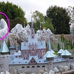 エルサが魔法で作った氷の城も再現!