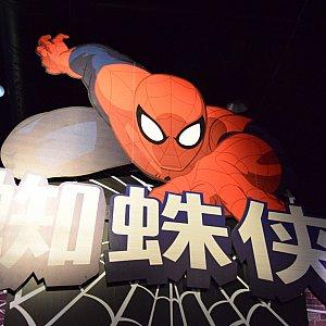 スパイダーマンのグリーティングは、この看板が目印!
