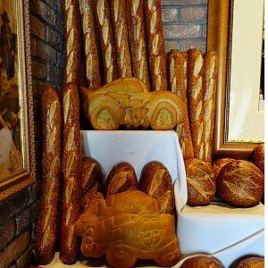 The Bakery Tourに入るとマックィーンとメーターのパンがお出迎え!