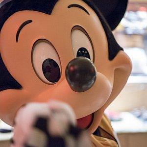 ミッキーがナプキンを持って決めポーズ!