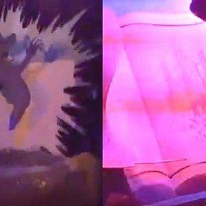 魔女が岩を落とすシーンと出口の絵本。