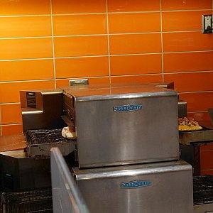 サンドイッチはオーダー後にお肉やチーズなどの載せられ、ベルトコンベア式のジェットオーブンで加熱されます! なのでパンの表面はサクッと、でも中はふわふわな熱々サンドが出来上がります😍
