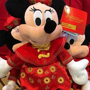 春節バージョンのミニーちゃん これは福袋に入っていたぬいぐるみで今まで販売はされていませんでした。