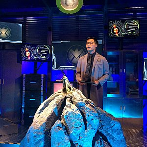 まずは研究室で説明を聞きます。この研究室、すごく良くできていました。