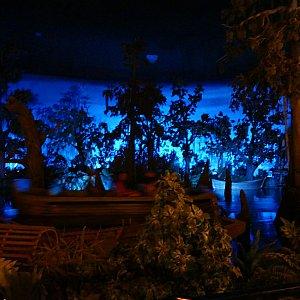 """ブルーバイユとは""""青い入り江""""のこと。アトラクションカリブの海賊を横目に食事なんて本当贅沢です!"""