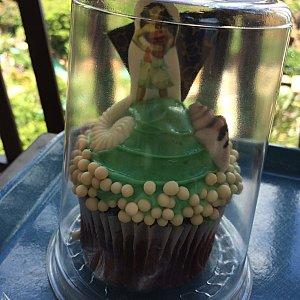 モアナのカップケーキ甘くて食べきれず…。観るだけがオススメかも