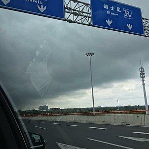 虹橋空港から乗車時高速道路を走り道は空いてました!